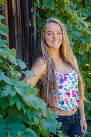 A senior portrait in a farm near Kirkland